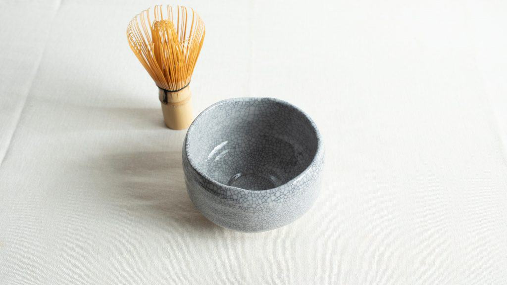 Pour out hot water from chawan bowl